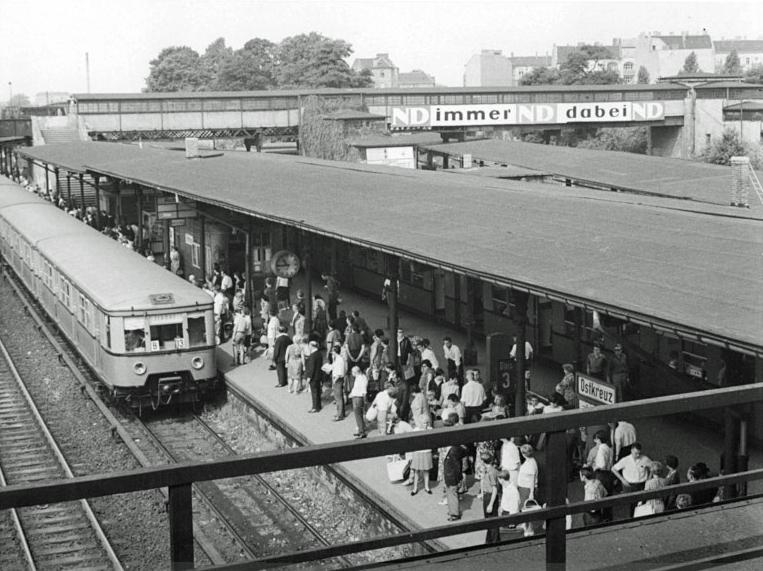 Ost Deutsche Specksau fickt am Bahnhof Leipzig-Messe